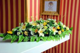 Flower arrangement on the coffin 2