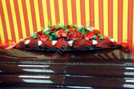 Flower arrangement on the coffin 5