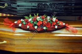 Flower arrangement on the coffin 6