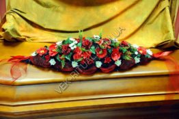 Flower arrangement on the coffin 7