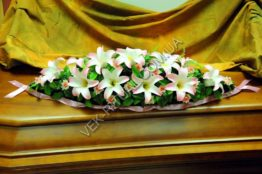 Flower arrangement on the coffin 10