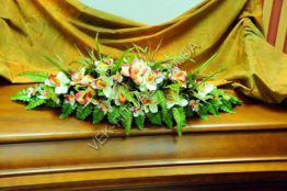 Flower arrangement on the coffin 12
