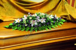 Flower arrangement on the coffin 13