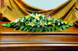 Flower arrangement on the coffin 15