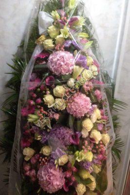 Венок из живых цветов 6