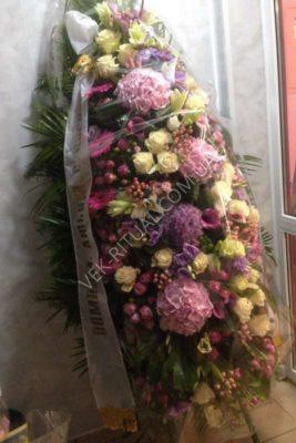 Венок из живых цветов 26