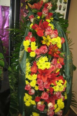 Венок из живых цветов 14