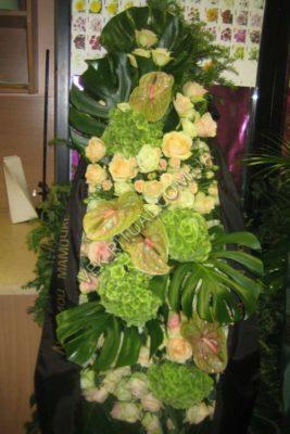 Вінок з живих квітів 19