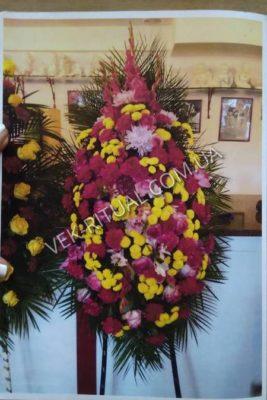 Вінок з живих квітів 49