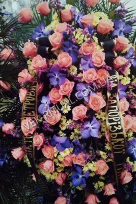 Венок из живых цветов 7