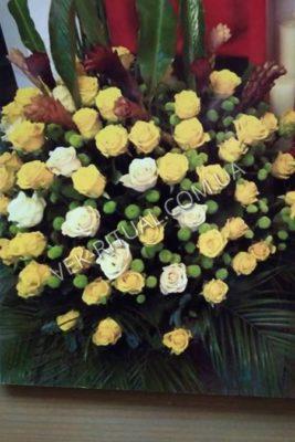 Венок из живых цветов 38