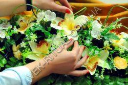 Flower arrangement on the coffin